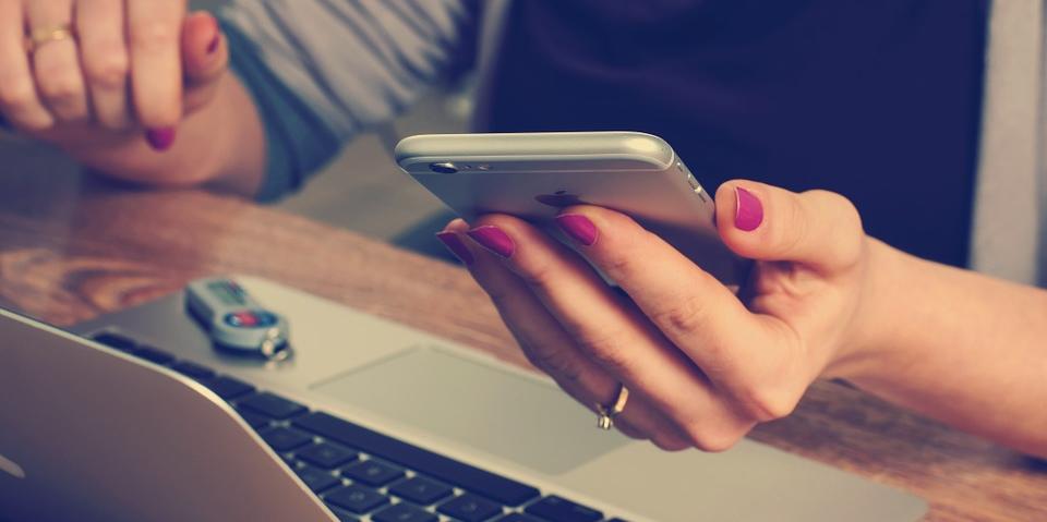 Contact-Laptop-Phone